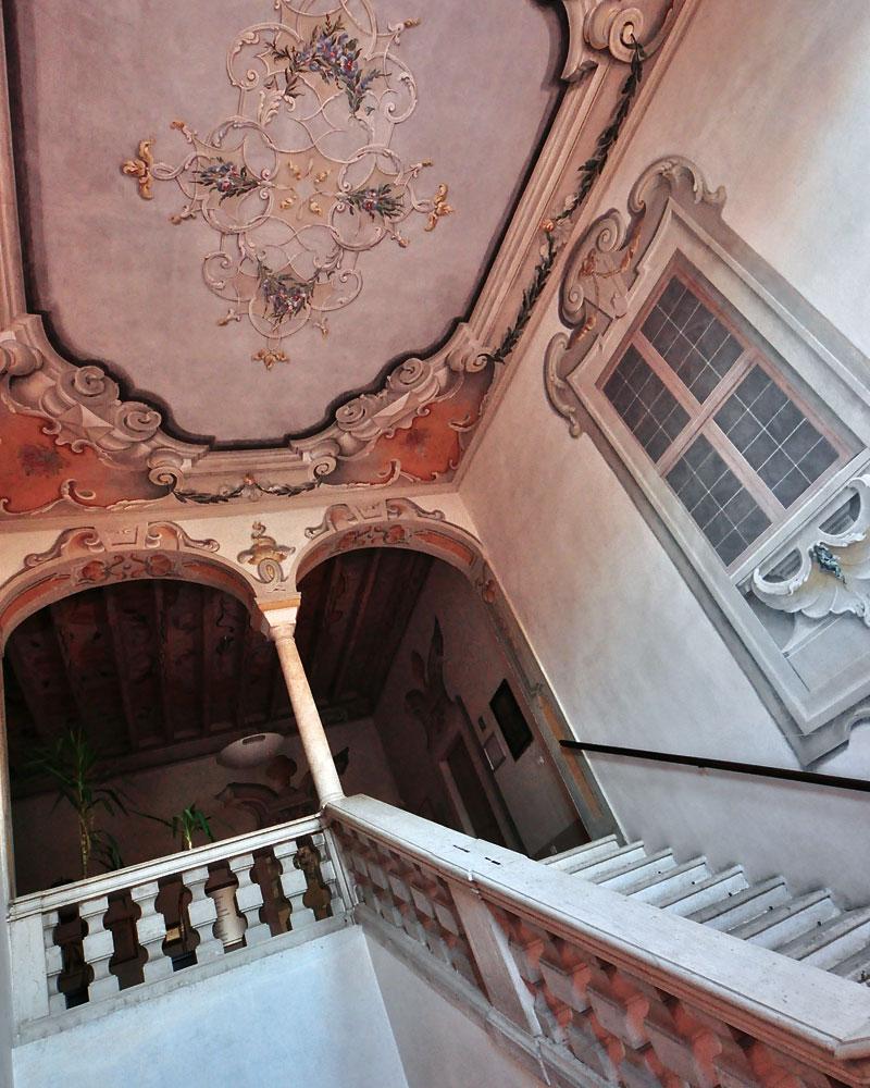 scalinata interna Villa Carrara