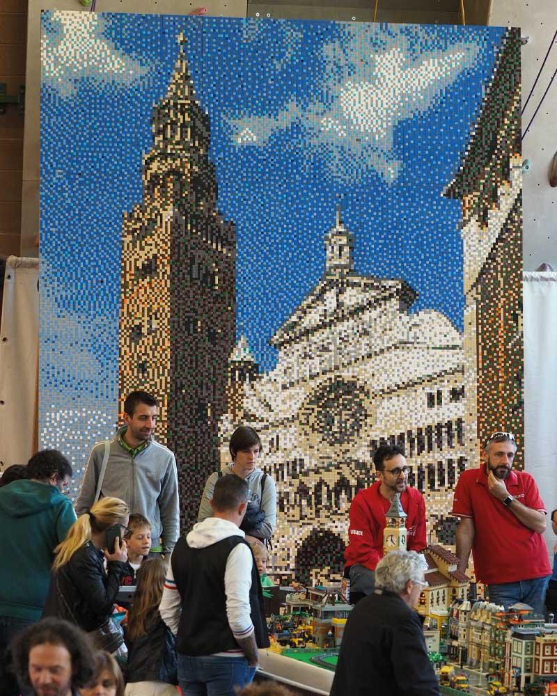 Traiettorie Instabili Mattoncini in Villa Torrazzo Lego